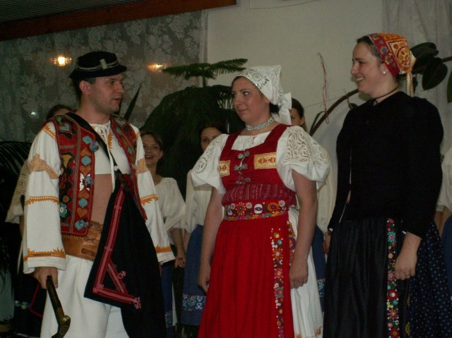 Zuzka Tesáčeková{{_AND_}}Janko Korček - takto začína môj tanček... čia mlada...