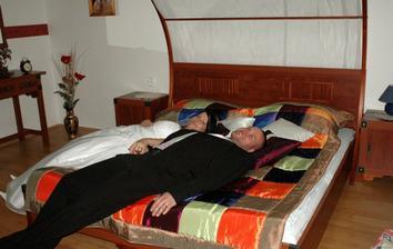 v apartmá zkoušíme postel :-)))))