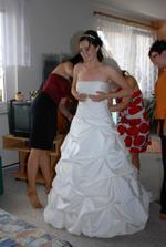 Poslední úpravy nevěsty, kamarádky se činili:-)