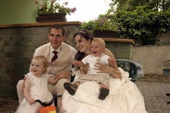 odpolední siesta s našimi malými svatebčany