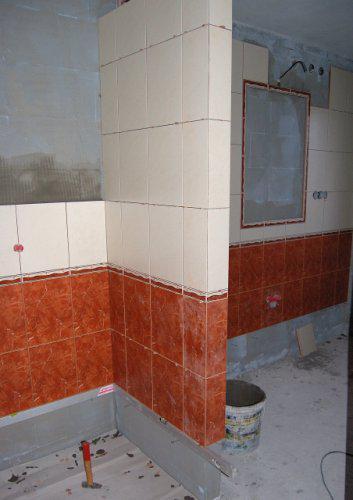 Náš domek - začínáme obkládat koupelnu