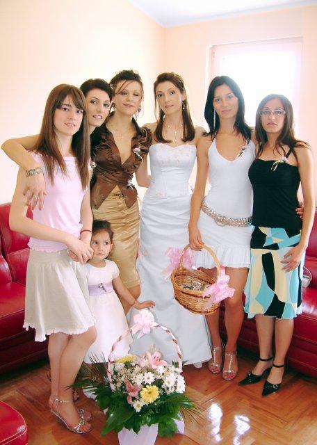 Sladja{{_AND_}}Jovan - mlada sa sestrama