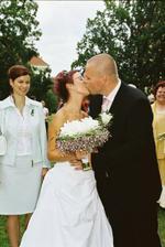 první oficiální manželská pusa..
