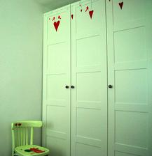 insitný čmarikanec na novej skrini - pán manžel trpko oľutuje, že ma opäť raz nechal samu doma :-)