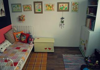 """Dorotkina izba s nehanebne ukradošenými námetmi """"sérkových"""" obrázkov"""