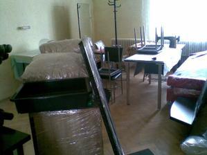 tu bude detská izba...zatial slúži ako sklad kamoškiných vecí z kaderníctva...