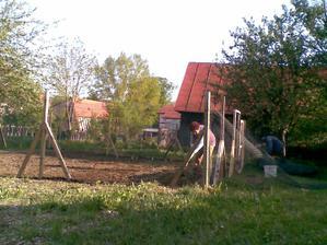 aj záhradka sa rysuje :o)