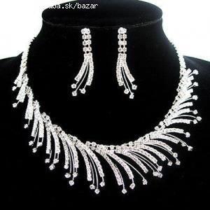 Šperky a obrúčky - Pre šaty s mierne srdcovým vrškom