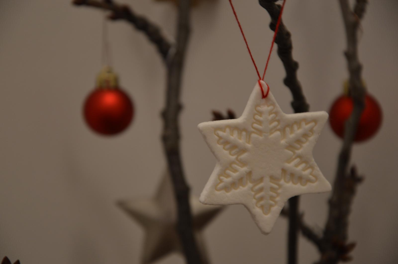 ★☆★Adventný a vianočný čas u nás ... ★☆★ 2015, 2016 - ozdoby sú síce pekné, ale veľmi krehke, už sa mi zlomili asi 4 snehove vločky :-D