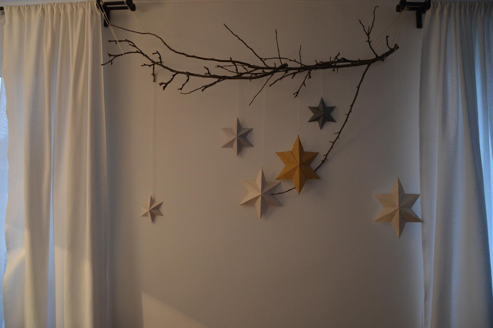 ★☆★Adventný a vianočný čas u nás ... ★☆★ 2015, 2016 - hvezdy na svojom mieste - vyzerá to nádherne, len som nasrata na to počasie nedajú sa krásne odfotiť