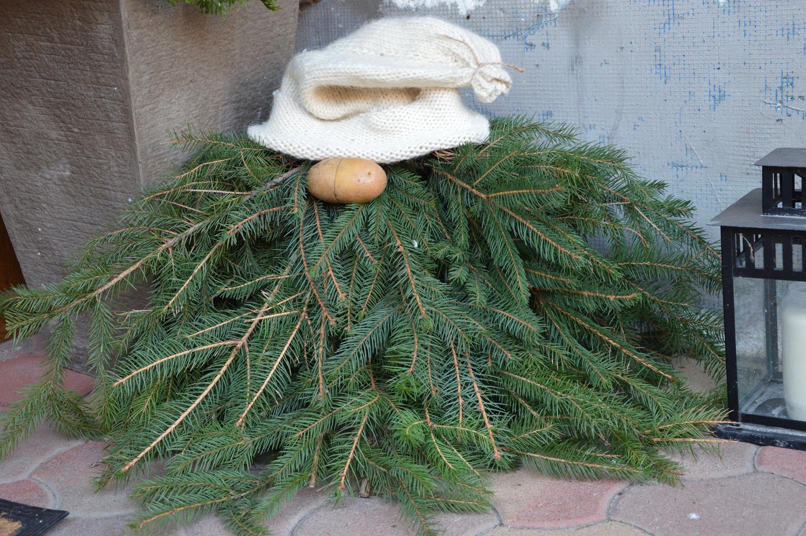 ★☆★Adventný a vianočný čas u nás ... ★☆★ 2015, 2016 - rukav zo stareho svetra ako čiapka, jeden zemiak, par vetvičiek - a mame škriatka :-)