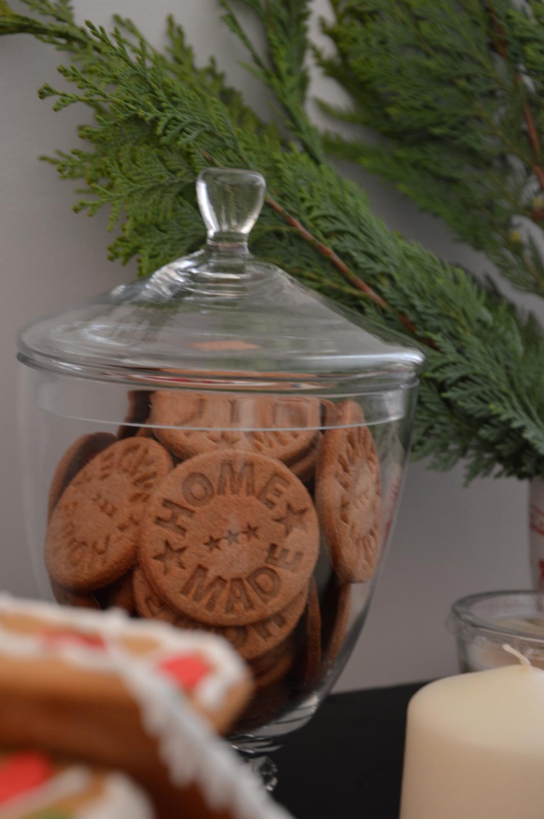 ★☆★Adventný a vianočný čas u nás ... ★☆★ 2015, 2016 - home made sušienky na svojom čestnom mieste :-)