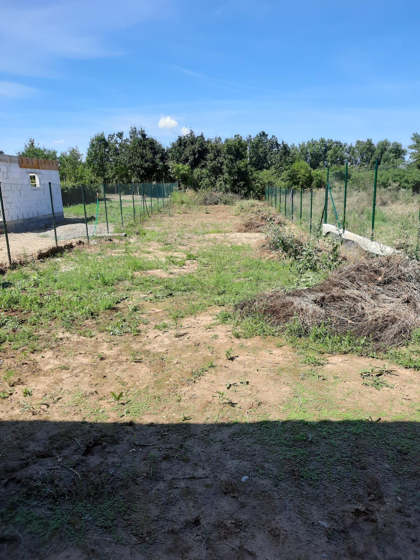 Malý dom s veľkou záhradou - Obrázok č. 45