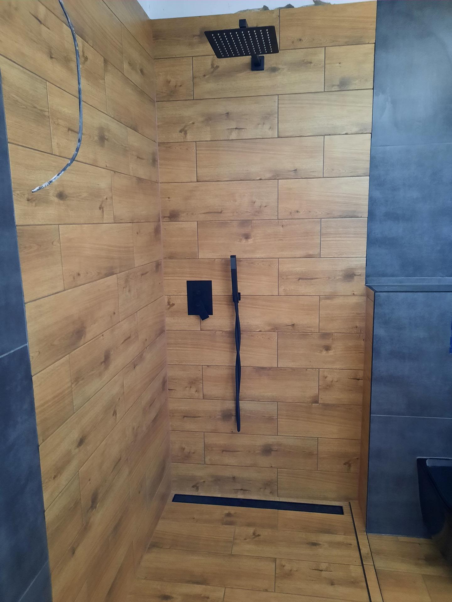 Malý dom s veľkou záhradou - Sprcha ...100x120cm
