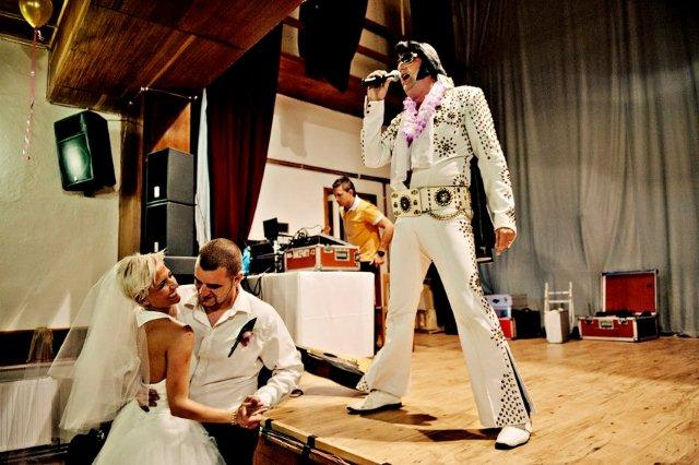 boris_stanek - Svatba manželů Kalouskových. Hraní na svatbě a ozvučení Elvis Presley revival.