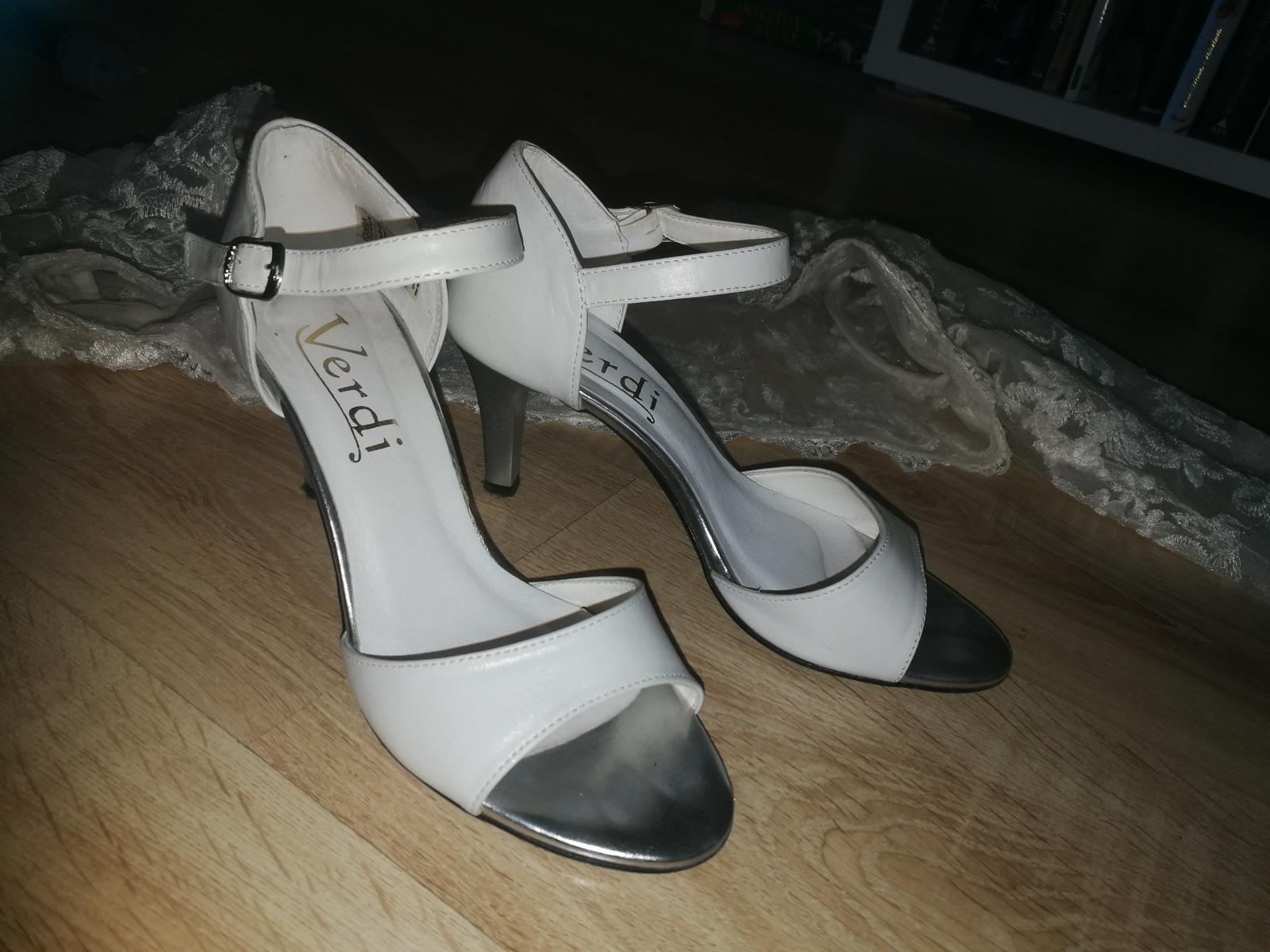 Svadobné biele topánky zn. Verdi , obuté cca 3 hod - Obrázok č. 1