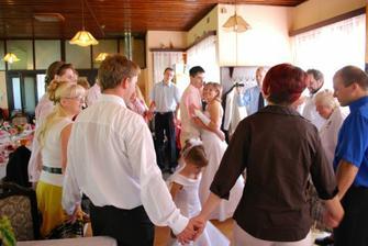 novomanželský taneček-Ještě, že tě lásko mám
