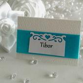Tyrkysové menovky na svadbu so saténovou stuhou,
