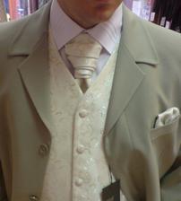 oblek drahého