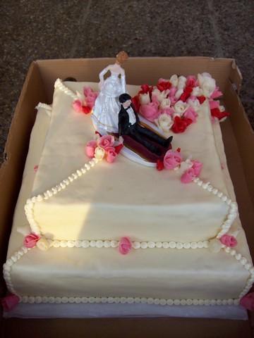 Hlavní dort - byl úúúžasný, přesně podle předlohy