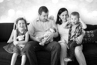 7 let po svatbě, a už je nás doma 5 :-) Johanka má 6,5 roku, Vládík 4 roky a naše třetí - Rozárka - se narodila letos v únoru.