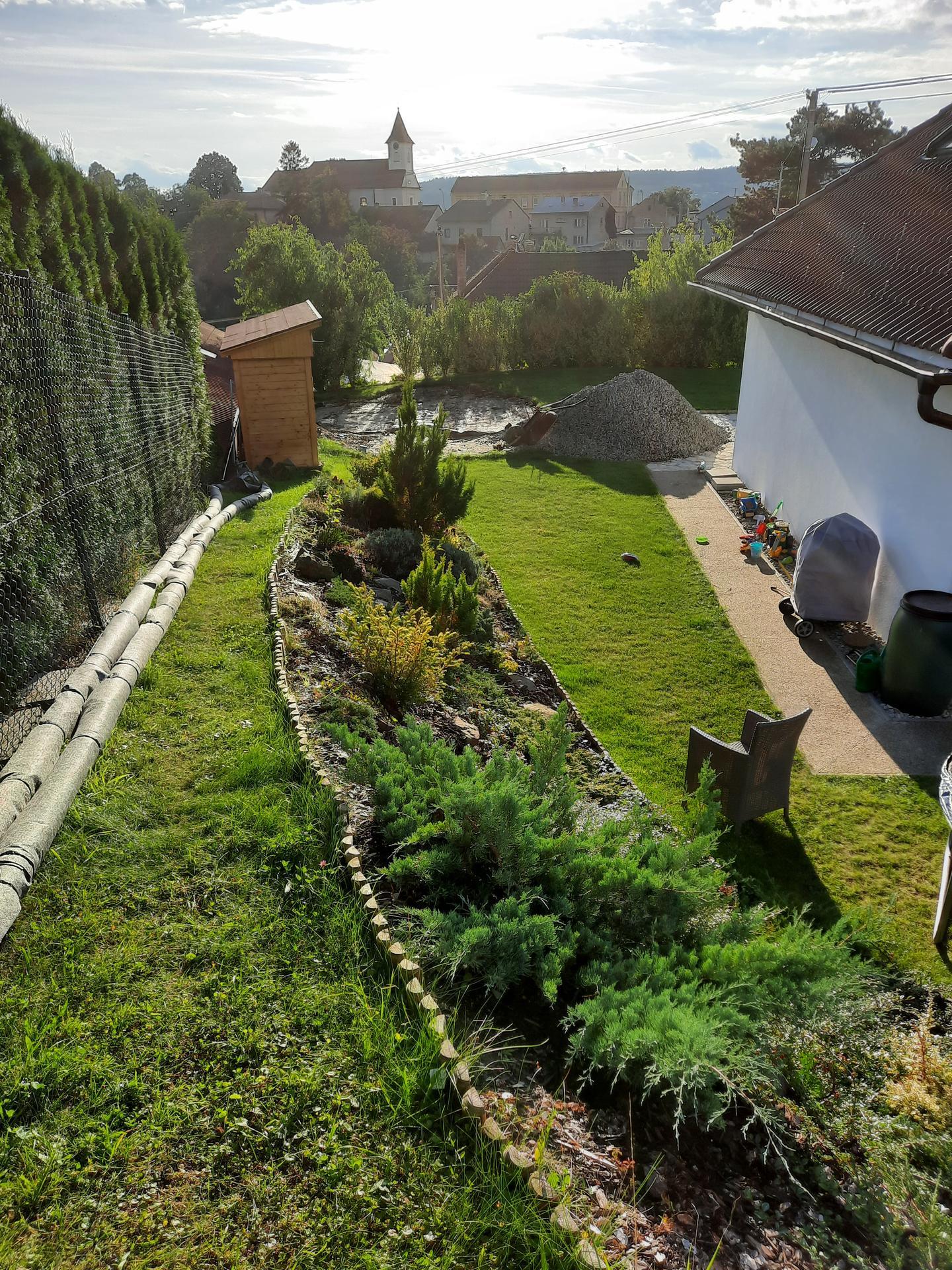 Akce BAZÉN - pohled z horní zahrady