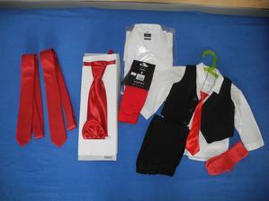 Kravaty pro svědky, regata, ponožky a košile pro ženicha, oblek pro syna