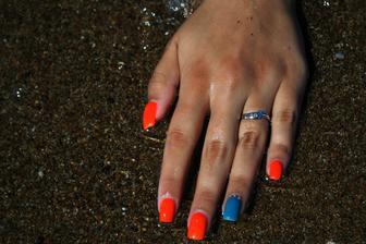 a můj zásnubní prstýnek :-)
