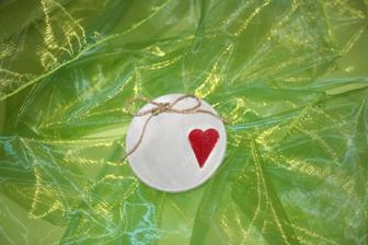 Srdíčková,  průměr cca 10cm, lze změnit barva i mašlička