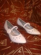 Moje konečné botičky, malý podpatek a jsou takové jedinečné :-)