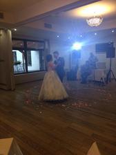 Fotka z mobilu : Novomanželský tanec :)