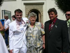 manžel, jeho tatínek a babička