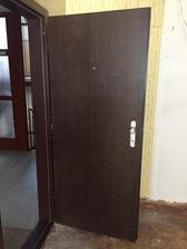ako prvé sme dvere namontovali nové,....