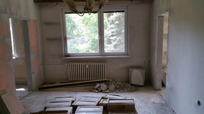 vyrezané otvory do kuchyne a izby