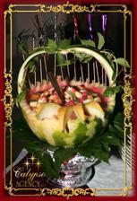 """ovocie v melóne zaliate sirupom bude na """"ovocnom stole"""""""
