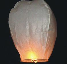 lietajúci lampión s napísanými želaniami už tiež máme doma