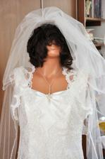 šaty na buste... aj s parochňou :-D