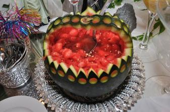 melónový košík je skvelým osviežením na letnej svadbe