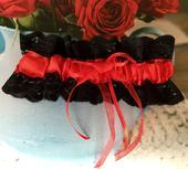 Luxusní červeno-černý krajkový podvazek, M