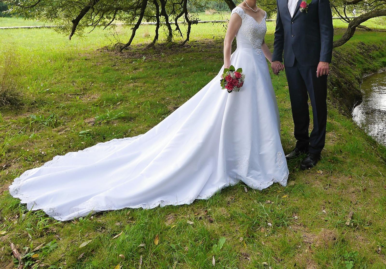 Svatební šaty pro vyšší nevěstu, vel. 36 - Obrázek č. 1