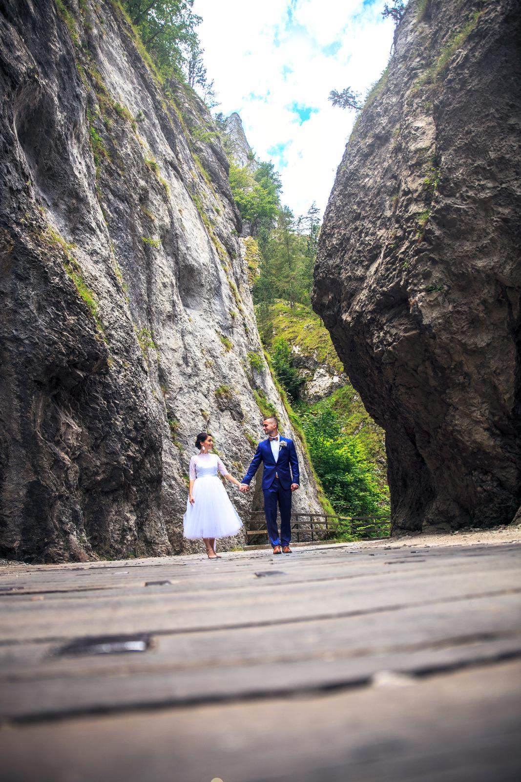 Svadobné šaty v midi dĺžke - Obrázok č. 1