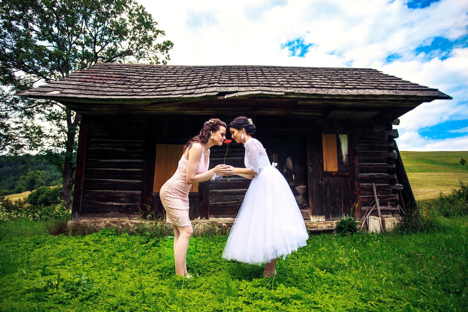 Svadobné šaty v midi dĺžke - Obrázok č. 2