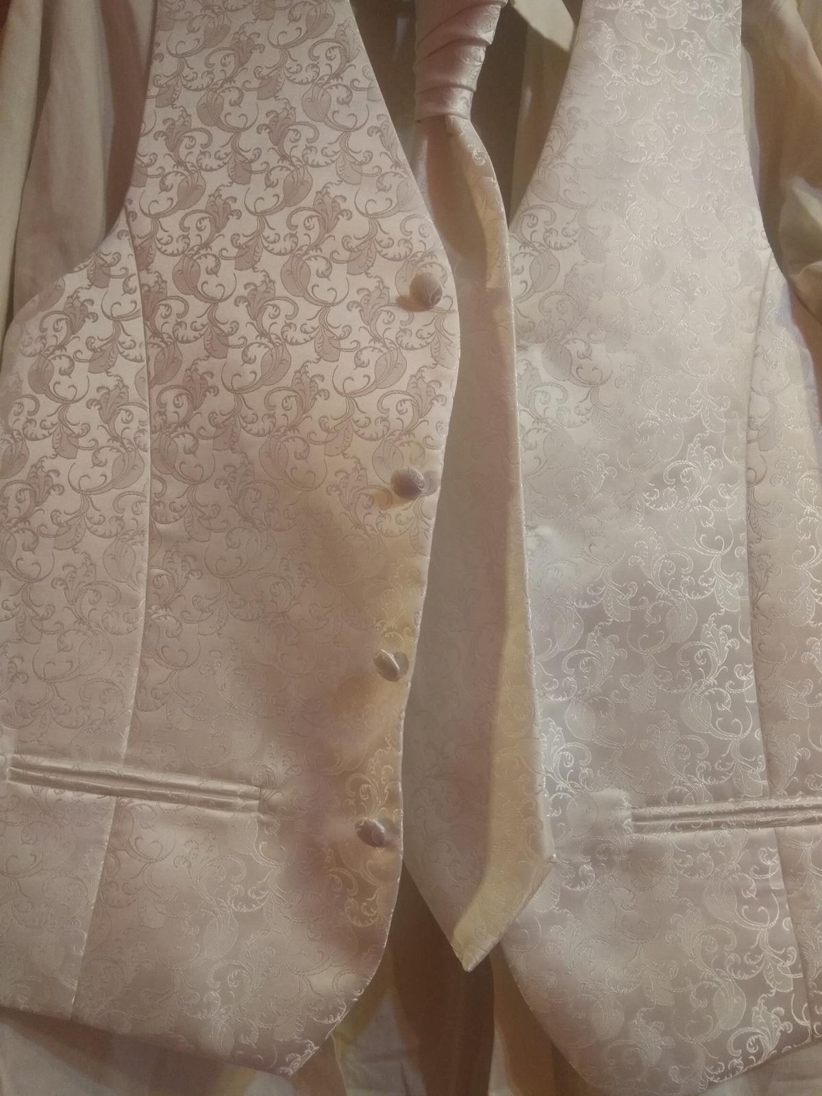 Vesta, kosela, kravata a vreckovka pre ženícha - Obrázok č. 3