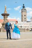 Modrobílé svatební šaty, 42