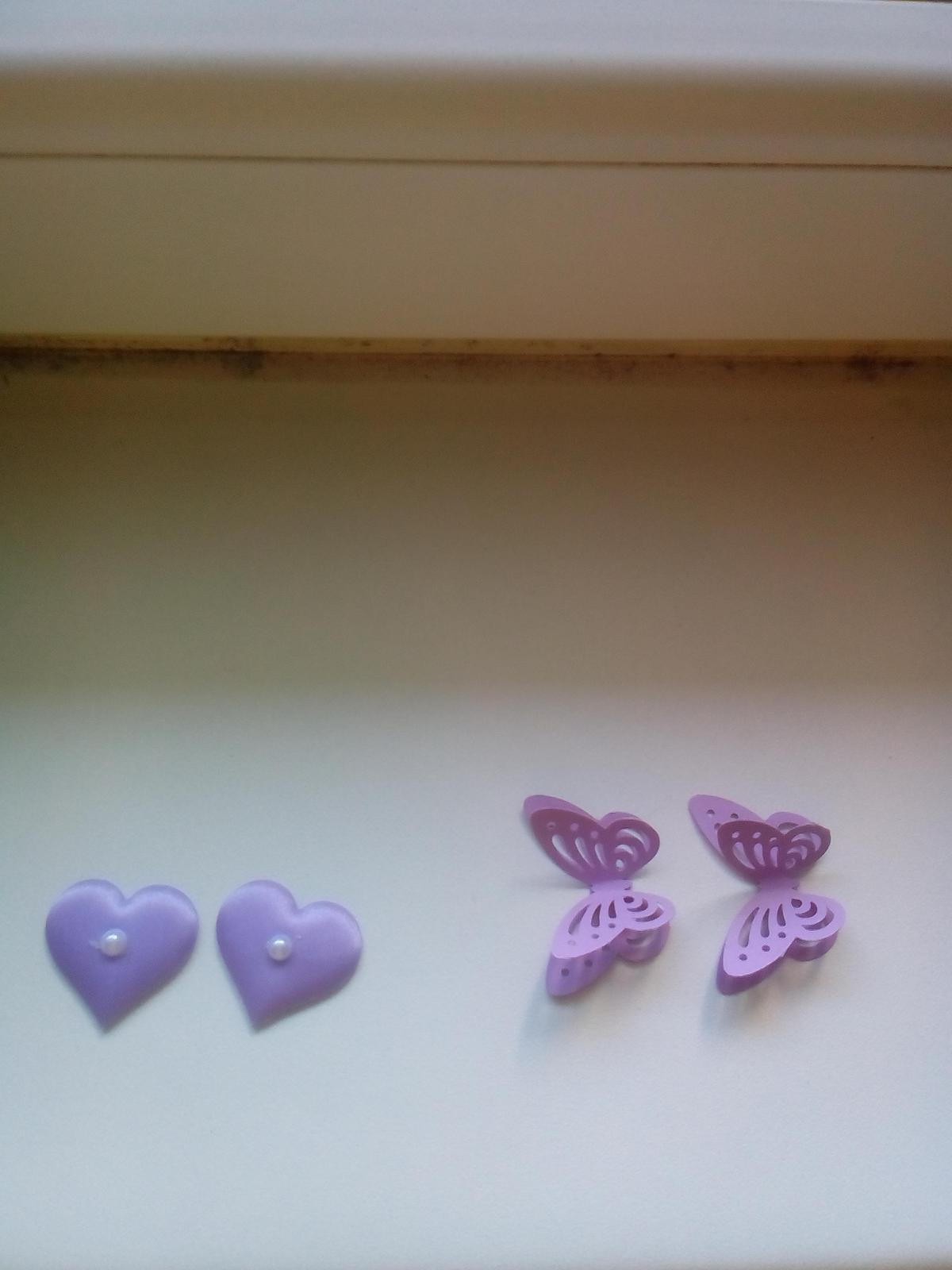 Lila látková girlanda, motýlci a srdíčka - Obrázek č. 2