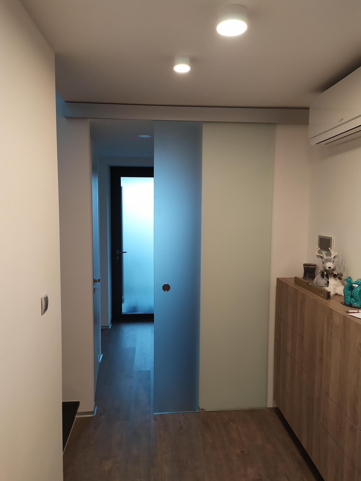 Realizácia sklenených posúvnych dverí. Ak máte aj Vy záujem kontaktujte nás na pmglass@pmglass.sk. - Obrázok č. 2