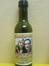Náš dáreček pro svatebčany - vínko:)