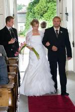 A nevěsta vchází