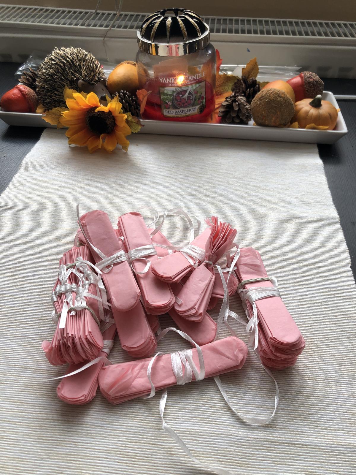 růžové pompomy - Obrázek č. 1