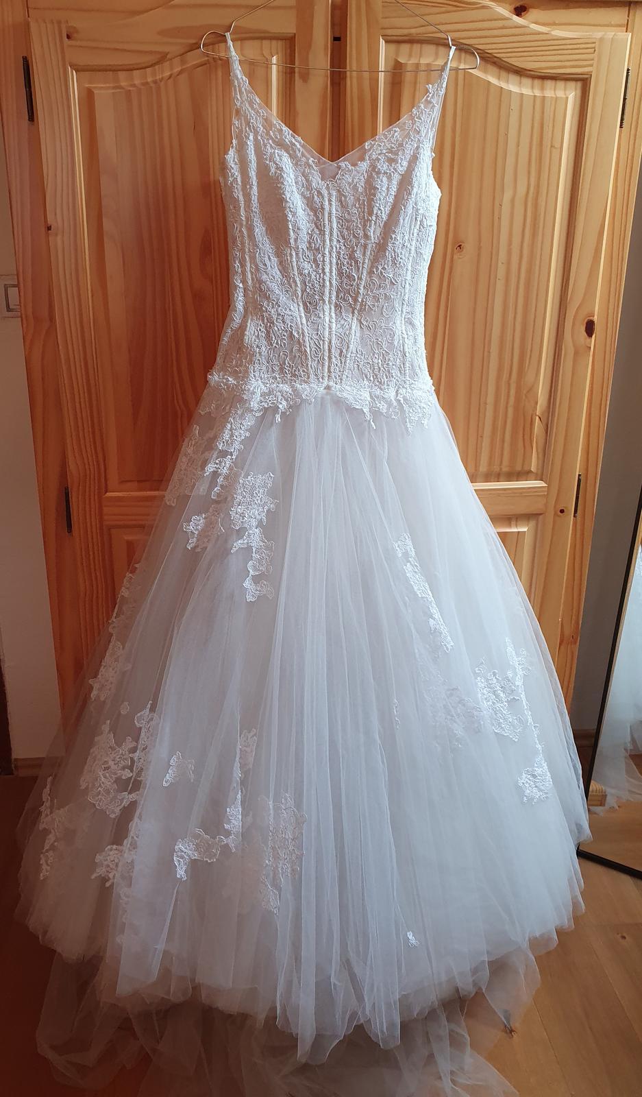 Nádherné tylové svatební šaty - Obrázek č. 1